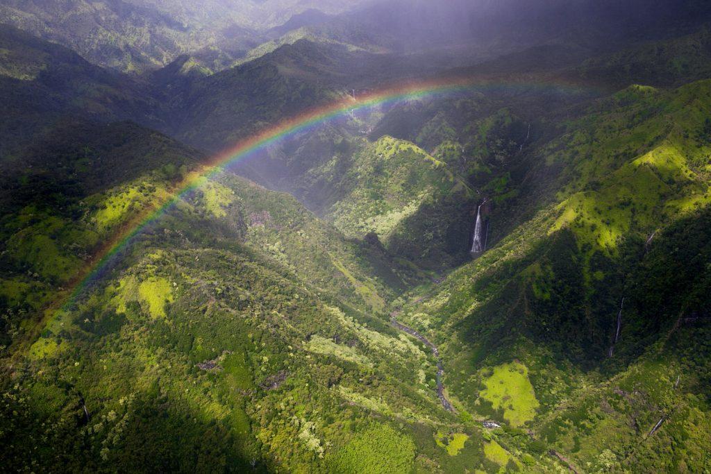 kauai_waterfall_rainbow