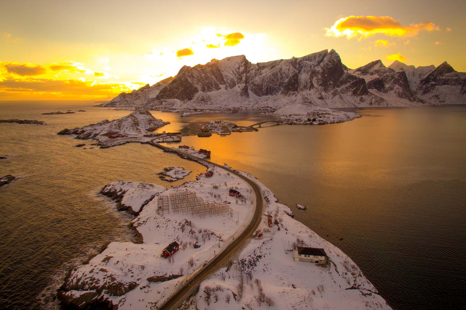 road_reine_lofoten_norway