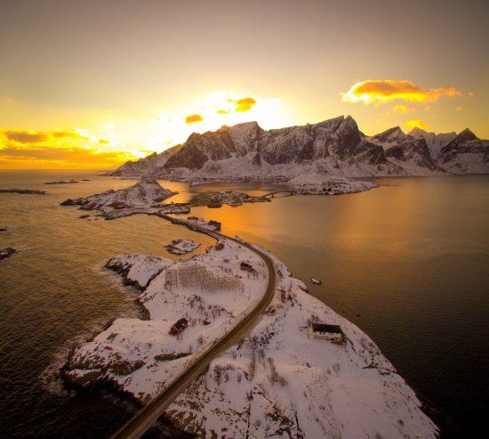 road_reine_lofoten_norway