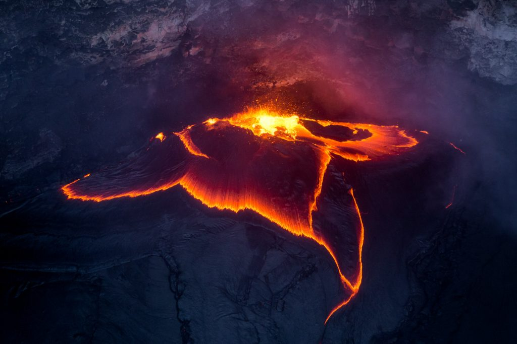 hawaii lava crater