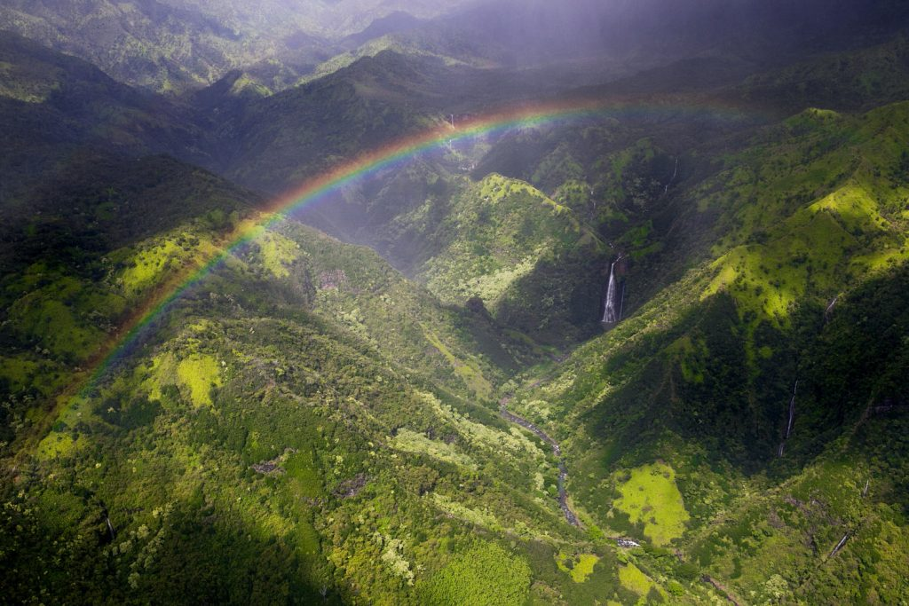 kauai_waterfall_rainbow