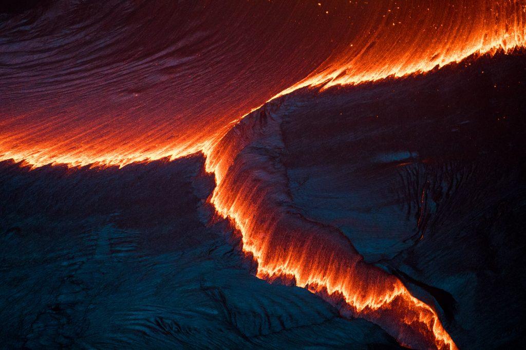 lava_puuoo_crater_kilauea